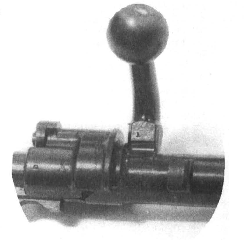 The third locking lug in the 98's receiver bridge is not its sole distinguishing feature, but is usually held to be the most important single distinction between the M98 and its predecessors.